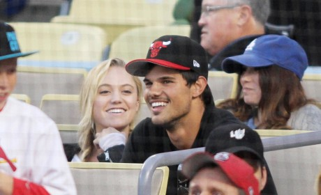 Maika Monroe: Dating Taylor Lautner!