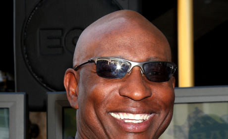 "Eric Dickerson Labels Justin Bieber ""Not Safe,"" Backs Keyshawn Johnson"