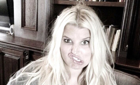Jessica Simpson Mocks Huge Baby Bump with Balloon Sweater