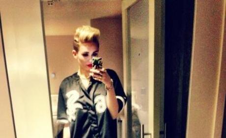 Miley Cyrus: Pantsless on Twitter!