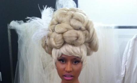 Nicki Minaj: Topless on Twitter!