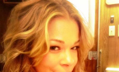 LeAnn Rimes Posts Hottest Selfie Ever!