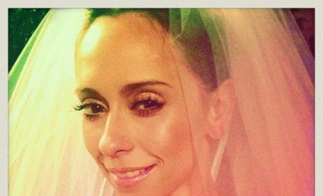 "Jennifer Love Hewitt Quits Twitter Due to Negative People, ""Threats"""