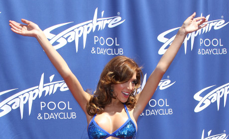 """Farrah Abraham: Kicked Out of Rehab For Being """"Disruptive Influence,"""" Taking Pics of Tan Mom"""