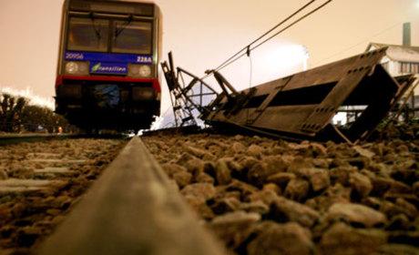 Paris Train Derailment Leaves 7 Dead, Many Injured