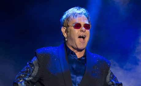 "Elton John Likens Miley Cyrus to Michael Jackson, Labels Singer ""Meltdown Waiting to Happen"""