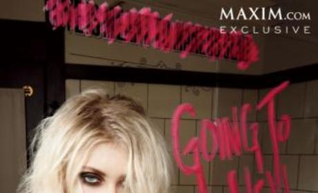 Taylor Momsen Cleavage Picture