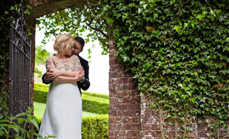Kelly Clarkson Confirms Marriage, Posts Gorgeous Wedding Photos