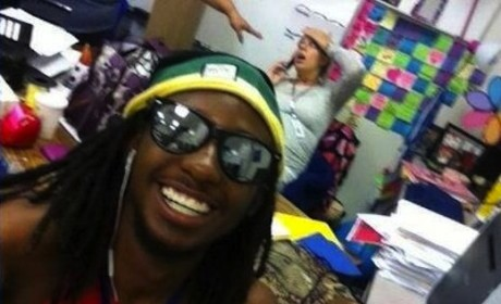 Teen's Selfie With Laboring Pregnant Teacher: Funny or Inappropriate?