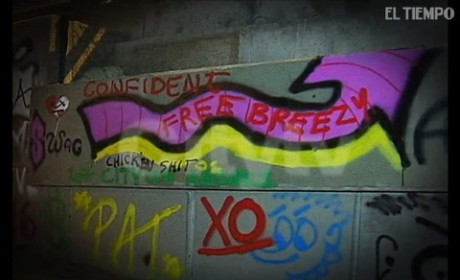 "Justin Bieber Spray Paints Wall in Colombia, Urges Police to ""FREE BREEZY"""