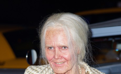 Heidi Klum Dresses as Elderly Woman, Wins Halloween