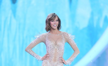 Karlie Kloss on the Runway