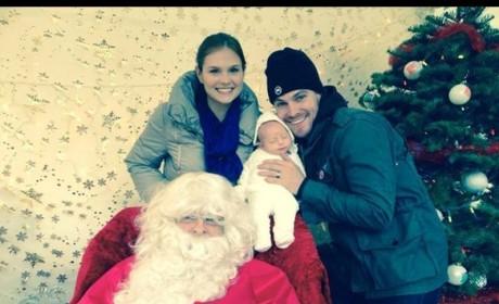 Stephen Amell Christmas Pic