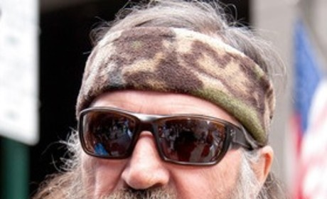 Should Phil Robertson apologize for his anti-gay comments?