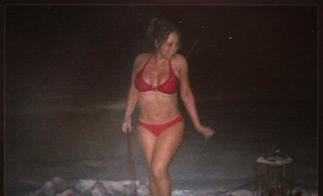 Mariah Carey: Bikini Dog Walk!
