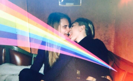Miley Cyrus and Cara Delevingne French Kiss, Support Gay Rights