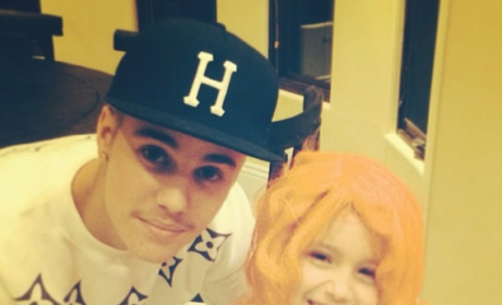 Justin Bieber Poses with Siblings, Tries to Look All Sweet and Innocent