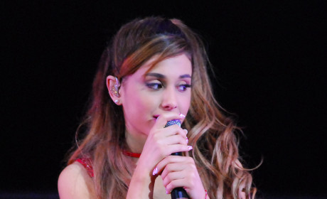 Ariana Grande-Perez Hilton Feud: Blogger Claims Singer's Fans Threatening His Kid