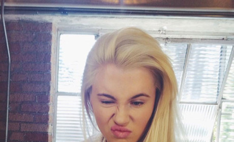 Do you like Ireland Baldwin better with blonde hair or purple hair?