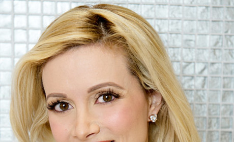 Red Alert: Holly Madison Dyes Hair!