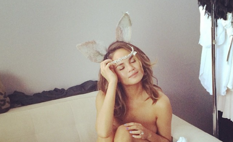 Chrissy Teigen Naked Photo Prompts Backlash, Hilarious Tweet