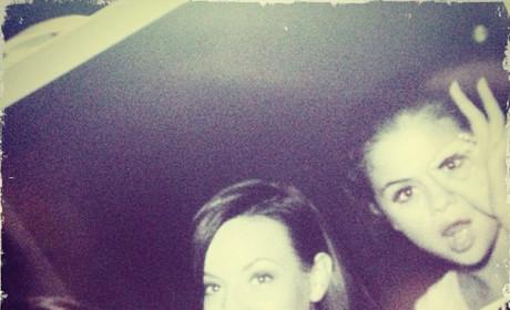 Selena Gomez, Zooey Deschanel