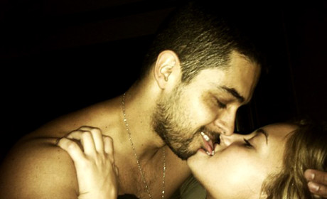 Demi Lovato Nude Pics Leak Online; Singer Poses in Bed with Wilmer Valderrama
