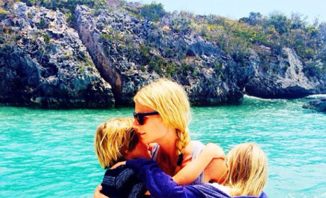 Gwyneth Paltrow Consciously Poses with Kids on Vacation