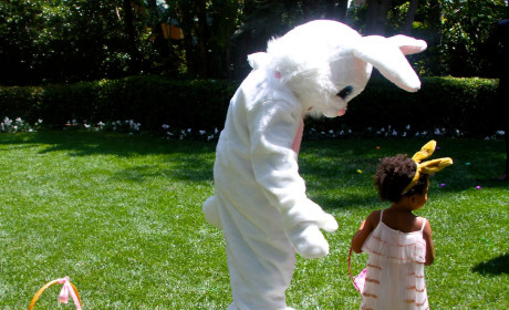 Beyonce, Blue Ivy Visit Easter Bunny In Beverly Hills