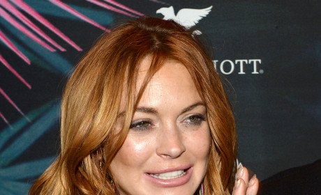 Lindsay Lohan Mocks Untreatable Virus, Posts Obviously Photoshopped Selfie
