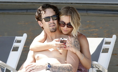 Kaley Cuoco and Ryan Sweeting Get Close!