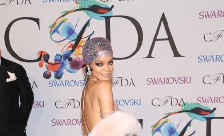 Rihanna Hot on the Red Carpet Photo
