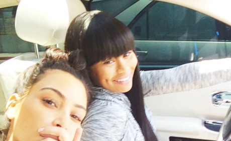 Kim Kardashian No Makeup, Wedding Ring Selfie: Marriage Looks Good on Her!