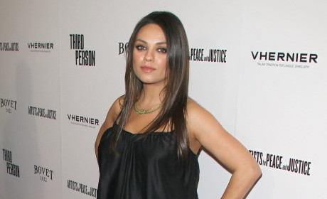 Mila Kunis Flaunts Baby Bump on the Red Carpet: MILF in the Making!