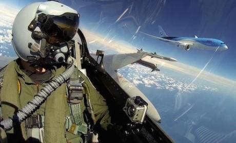 Fighter Jet Pilot Flies Alongside Boeing 787, Snaps Epic Selfies
