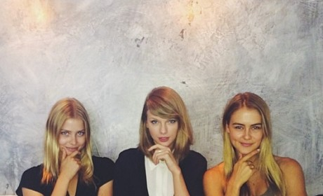 Taylor Swift Continues to Hang With Hot Models