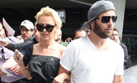 Pamela Anderson to Divorce Rick Salomon... Again