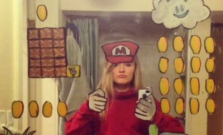 Girl Takes Amazing Mirror Selfies