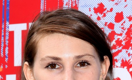 "Zosia Mamet Admits to Eating Disorder, Feeling of ""Waiting to Die"""