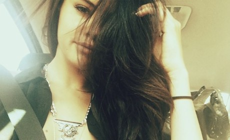 Selena Gomez Snaps #PassengerSelfie, Shows Off New Weave