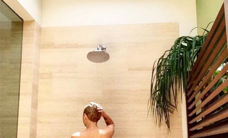 Miley Cyrus: Naked in the Shower!