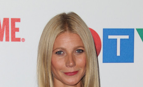 Gwyneth Paltrow Flirts With Obama, Continues to Be Ridiculous