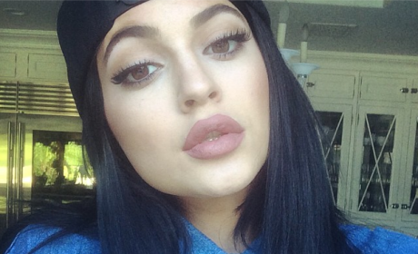 Kylie Jenner Lip Injection Debate Blows Up Bigger Than Ever! (Just Like Her Lips!)