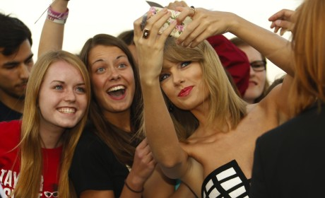 Taylor Swift Trolls Own Fan Site, Pens EPIC Missive on the Glory That is Fall