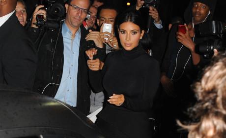 Kim Kardashian, Surrounded