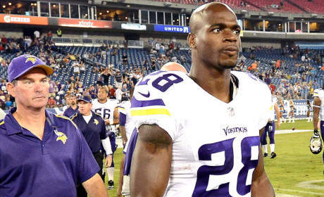 Adrian Peterson Slams Media, Tweets Denial of No Story in Particular ... Just in General!