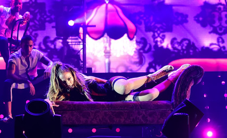 Jennifer Lopez to Sign MEGA Las Vegas Concert Deal: Eat It, Britney!