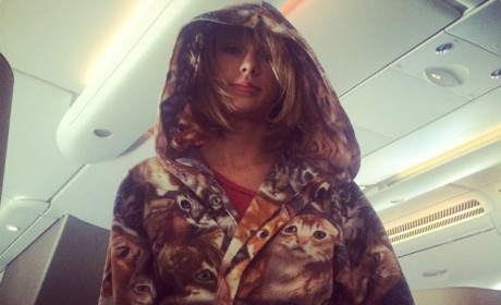 Taylor Swift Cat Robe: Purr-fect Fashion Statement For the Feline Fiend