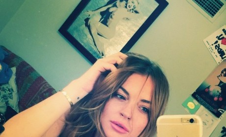 Lindsay Lohan Topless on Instagram: Look at My Backstage Boobs!
