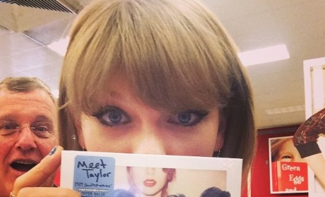 Taylor Swift: Photobombed By Dad at 1989 Release Party!